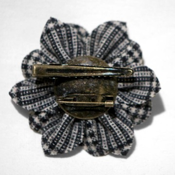 Woolflower Pin back